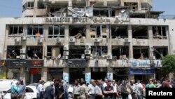 Şam'ın merkezindeki şiddetli patlamada tahrip olan bina ve araçlar