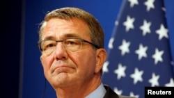 美國國防部長卡特在美國領導的聯盟13國在巴黎舉行會議。