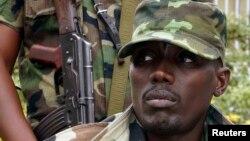 Pasukan Uganda menahan komandan M23 Sultani Makenga bersama para anggotanya hari Kamis 7/11 (foto: dok).