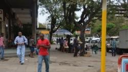 """Milhares de funcionários """"fantasmas"""" alimentam redes de corrupção em Moçambique"""