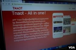 គេហទំព័រសារព័ត៌មាន Tnaot News ដែលអ្នកអានអាចដំឡើងកម្មវិធីតាមទូរសព្ទ ដើម្បីទទួលបានព័ត៌មាន។ (ស៊ុន ណារិន/VOA Khmer)