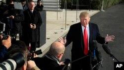 Predsednik Donald Tramp obraća se novinarima uoči odlaska na samit G20 u Argentini