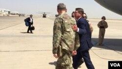 Эштон Картер и генерал Шон Макфарланд. Багдад, 11 июля 2016.
