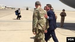 美国防部长卡特7月11日抵达巴格达