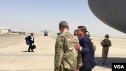 美国国防部长卡特星期一抵达伊拉克首都巴格达。