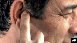 داکتر حمیدی می گوید گوش برعلاوه وظیفۀ شنیدن، در توازن نیز نقش دارد.