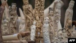 Sản phẩm từ ngà voi trước khi bị tiêu hủy ở Bắc Kinh ngày 29/05/2015.