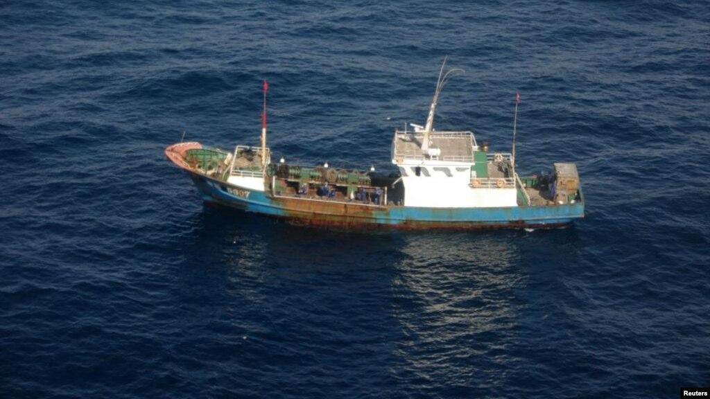 В  Японском море затонул китайский траулер, девять человек пропали без вести