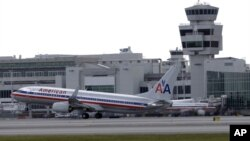 La terminal internacional de Miami se vio obligada a suspender más de un centenar de vuelos por el huracán.