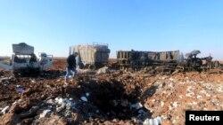 Un site de la campagne d'Alep, en Syrie, frappé par des raids russes, selon des activistes. 26 décembre 2015. (REUTERS/Ammar Abdullah)