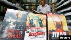 Jakarta ko'chalarida jihod haqida kitob sotib olish mumkin