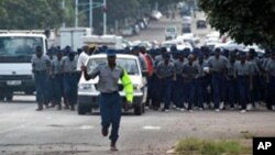 Police arrested several activists affiliated to the Tajamuka/Sesijikile youth movement.