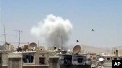22일 시리아 정부군과 반군의 교전이 있었던 다마쿠스에 연기가 피어오르고 있다.