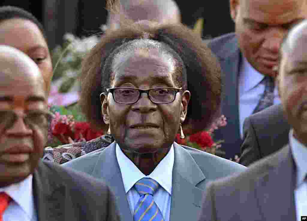 Zimbabwean President Robert Mugabe, center, arrives in Pretoria, South Africa, for a state visit, April 7, 2015.