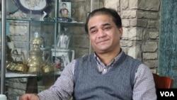 維族學者伊力哈木土赫提 2013年接受美國之音VOA視頻專訪 (由記者東方拍攝)