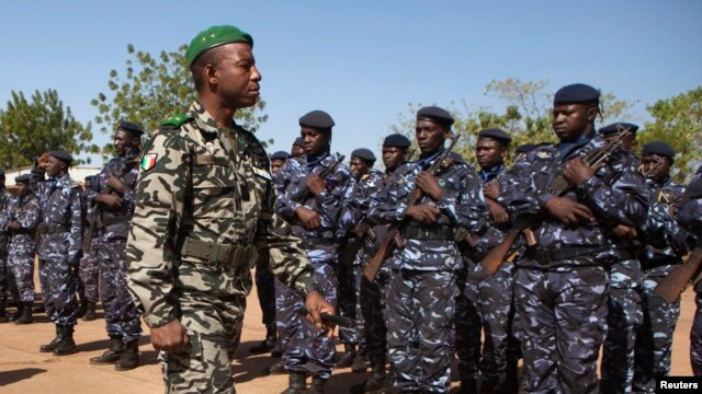 Malian army chief-of-staff Ibrahim Dahirou Dembele inspects Malian troops in Bamako, Mali, January 16, 2013.