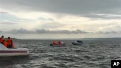 دریائے وولگا میں امدادی کشتیاں ڈوبنے والوں کو تلاش کررہی ہیں