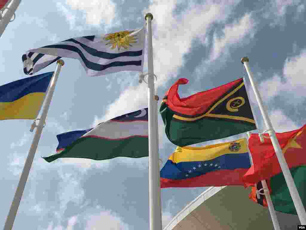 Bandeiras na Vila Olímpica