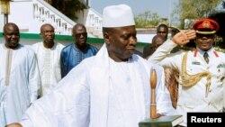 Le président de la Gambie, Yahya Jammeh et ses proches à Banjul, Gambie, 13 janvier 2017.
