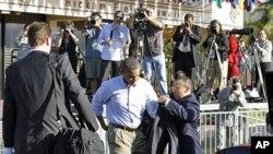 Le président Obama s'apprête à laisser la base aérienne Hickam, à Honolulu, le 15 novembre 2011