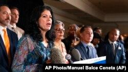 Конгресмени-демократи штату Техас під час прес-конференції у Вашингтоні