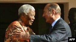 Le 2 septembre 2002, le président français Jacques Chirac avec Nelson Mandela.