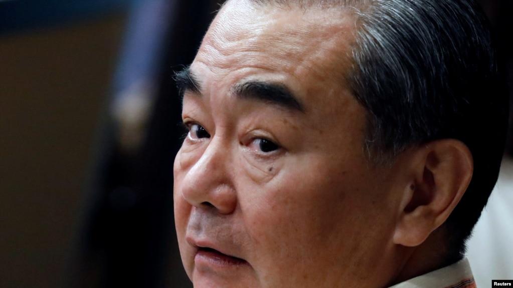 Bộ trưởng Ngoại giao Trung Quốc Vương Nghị tại buổi họp kết thúc hội nghị thượng đỉnh ASEAN tại Manila hôm 8.8. Ông Vương đã hủy cuộc gặp được ấn định cho ngày 7/8 với bộ trưởng Ngoại giao Việt Nam Phạm Bình Minh trong khuôn khổ hội nghị này.