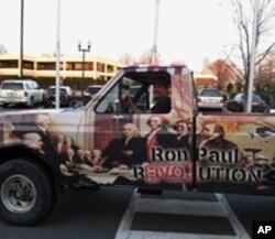 """这辆卡车涂着""""朗.保罗革命""""的口号"""