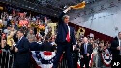Trump သမၼတေလာင္းအျဖစ္မွ ႏႈတ္ထြက္ဖုိ႔ Republican ေတြၾကား ေတာင္းဆုိမွႈတုိး
