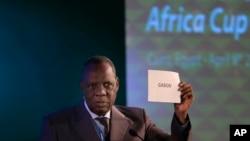 Issa Hayatou, président de la Confédération africaine de football, lors de l'annonce de la Coupe d'Afrique des Nations 2017 au Gabon, le 8 avril 2015