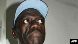 Ông Besigye đã bị bắn trúng ngón tay ở bàn tay phải trong một cuộc tuần hành bên ngoài thủ đô Kampala