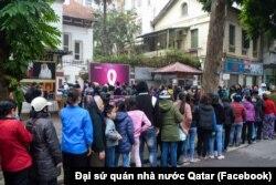 Đại sứ quán Qatar tổ chức phát dưa hấu miễn phí cho người dân tại Hà Nội vào ngày 11/2/2020.