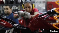 """El presidente Chávez indicó que la ley otorgará """"permiso de seis semanas prenatal y 20 semanas de postnatal para nuestras trabajadoras""""."""