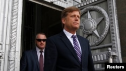 U.S. Ambassador Michael McFaul walks outside as he leaves the Russian Foreign Ministry headquarters in Moscow, May 15, 2013.