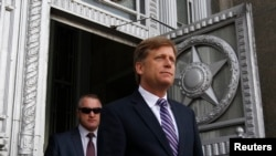 FILE - U.S. Ambassador Michael McFaul walks outside as he leaves the Russian Foreign Ministry headquarters in Moscow, May 15, 2013.
