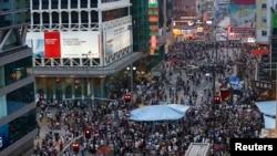 အစိုးရဆန္႔က်င္သူေတြက ေဟာင္ေကာင္ၿမိဳ႕ Mongkok ခ႐ိုင္မွာ လမ္းဆံုပိတ္ၿပီး ဆႏၵျပေနၾကစဥ္။ (ေအာက္တိုဘာ၊ ၄၊ ၂၀၁၄)