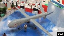 台湾军方展示自行研发的大型无人机