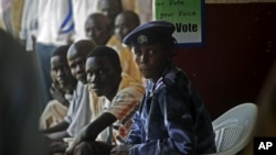 A southern Sudanese police officer provides security during voter registration in the southern town of Melut, 15 Nov 2010