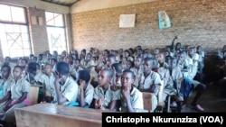 Les classes des écoles primaires sont surchargées au Burundi, le 3 novembre 2017. (VOA/Christophe Nkurunziza)