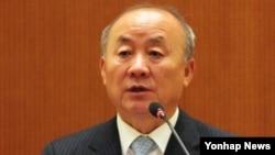 30일 중국 베이징에서 열린 '한반도 통일과 한·중 협력방안' 세미나에서 기조연설하는 류우익 한국 통일부 장관.