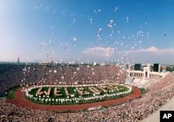 1984년 로스앤젤레스 올림픽 개막식. 소련과 동맹국들이 대회 출전을 거부하면서 전 세계인의 축제가 되지 못했다.