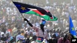 南苏丹7月9日获得独立。图为民众当天在首都朱巴举行庆典