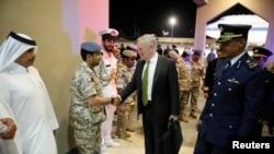 دیدار جیم متیس وزیر دفاع آمریکا از پایگاه العدید در قطر - آوریل ۲۰۱۷