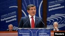 아흐메트 다부토글루 터키 총리가 19일 프랑스 스트라스부르크에서 열린 유럽연합 의회에서 연설하고 있다.