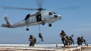Ảnh minh họa: Lực lượng biệt kích của Hải quân Mỹ trong một khóa đào tạo nhảy xuống từ một chiếc trực thăng.