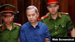 Ông Nguyễn Hữu Tín xuất hiện tại tòa hôm 26/12/2019. Photo Thanh Nien