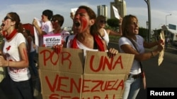 Las mujeres salen al frente en Venezuela para poner fin a la violencia.
