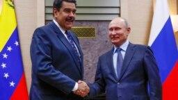 Tổng thống Venezuela Maduro và nguyên thủ Nga Putin trong cuộc gặp ở Nga cuối năm 2018.