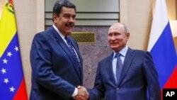 Presiden Venezuela Nicolas Maduro (kiri) saat diterima Presiden Rusia Vladimir Putin di kediamannya di luar Moskow, 5 Desember 2018 lalu (foto: ilustrasi).