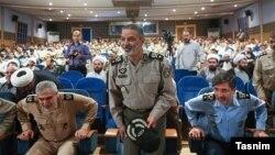عبدالرحیم موسوی، نفر ایستاده وسط، فرمانده جدید ارتش ایران شد.